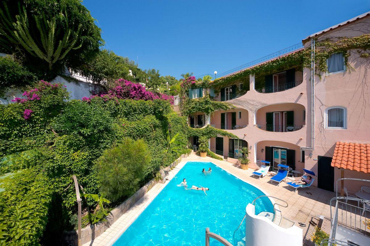 Hotel Bellevue Benessere & Relax the swimming pools